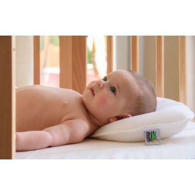 Bañando bebé en bañera Tummy Tub